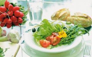 Салат в тарілці