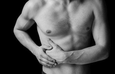Чому виникає біль у правому підребер`ї і що там знаходиться?